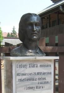 Leovey mellszobor