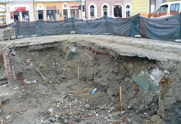 Zid misterios descoperit în centrul Sighetului