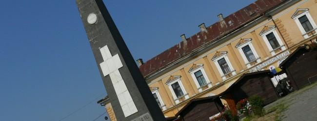 Monumentul va fi mutat în cimitirul ostaşilor sovietici.